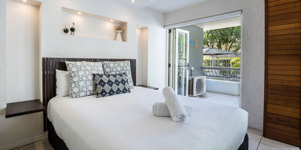 noosa accommodation hastings street saks on hastings street rh saks com au